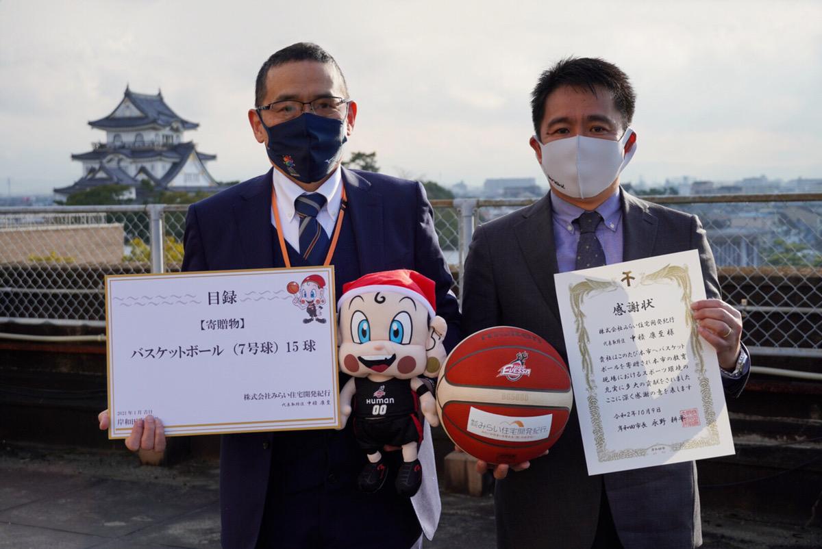 【大阪エヴェッサ】大阪府岸和田市の中学校へバスケットボールを寄贈しました